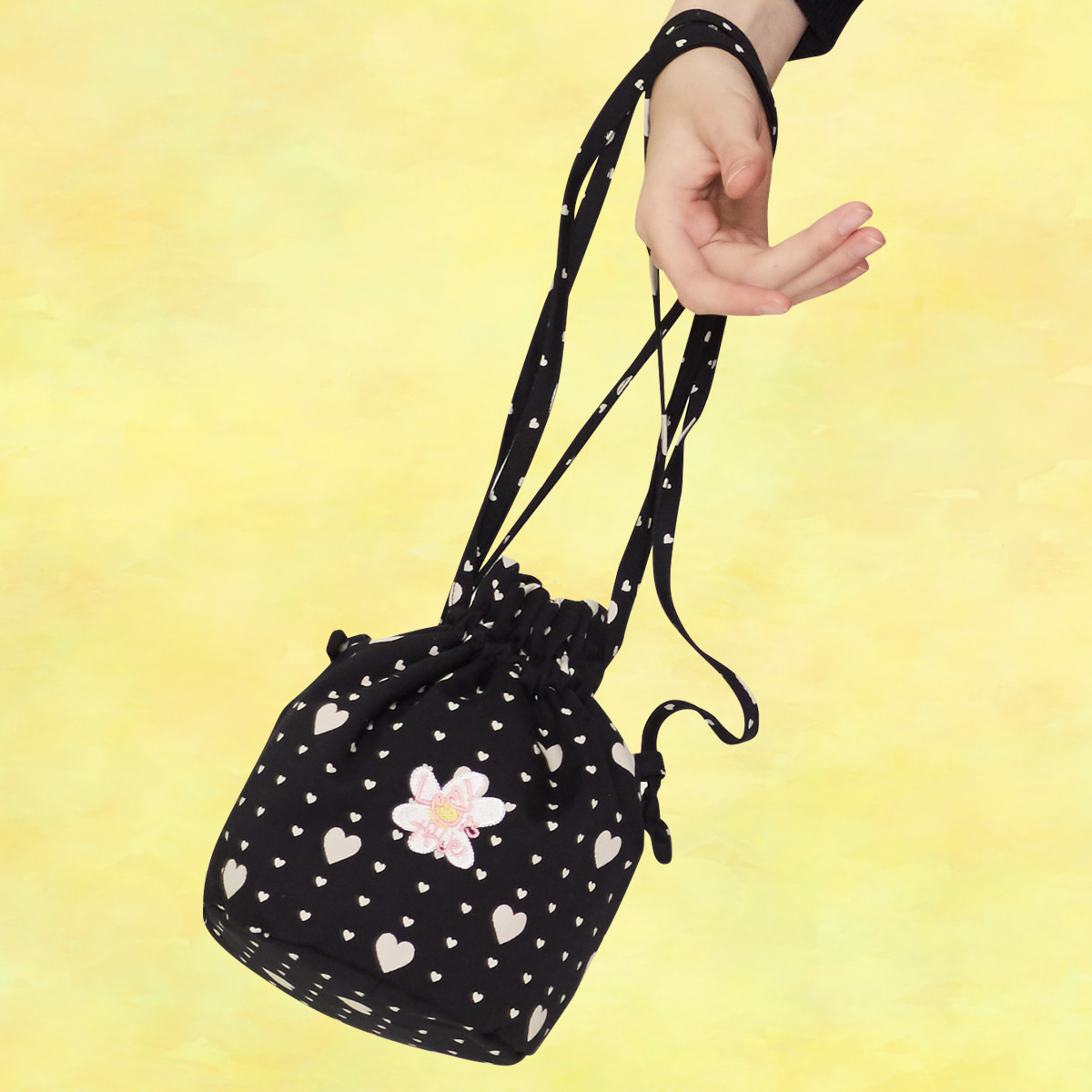[06월05일 예약배송]SZ HEART POUCH BAG(BLACK)